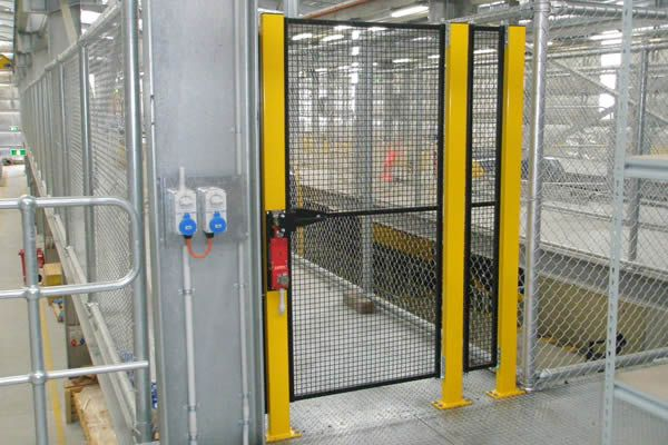 machine-safety-fencing-PB140282